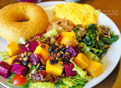 芝山站美食.Marcus老倉庫,不一樣的早午餐,鮮果藜麥沙拉超好吃!
