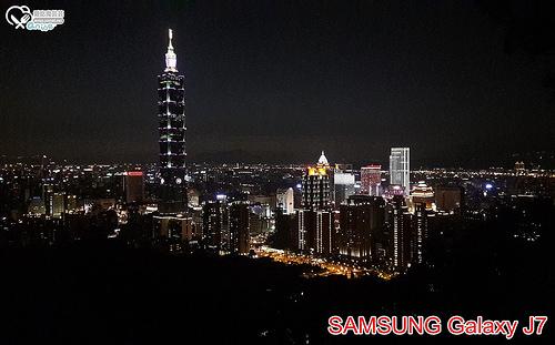 SAMSUNG Galaxy J7,大光圈、大螢幕、雙卡、八核心、CP值超高平價手機