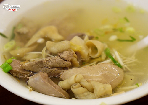 東區美食.古早麵,35元就有一碗麵喔!(不過1人還是花了三百多,哈哈!)