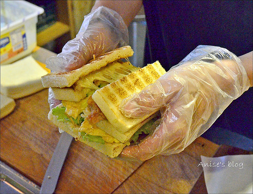 台北早午餐.明治時期碳烤三明治(小巨蛋站),現點現做最新鮮,要有耐心等待喔!