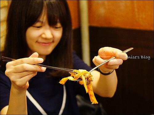首爾美食.糕三時代,特殊的年糕包烤肉(鐘閣站) @愛吃鬼芸芸