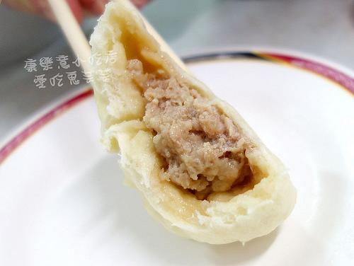 康樂意小吃店~有傳說中很厲害的包子! @愛吃鬼芸芸