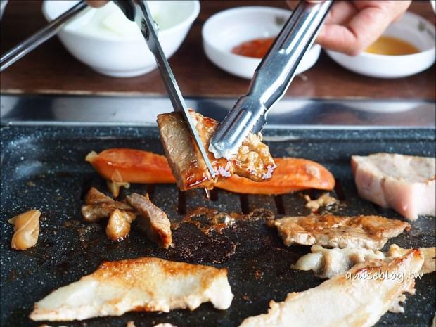 首爾美食.善良的豬,梨大/新村燒肉吃到飽,大食怪朋友們衝啊!