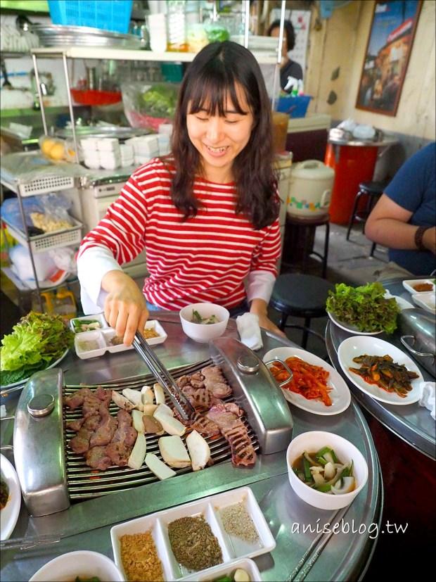 首爾街頭小吃 烤肉、辣炒年糕、韓式煎餅、海苔飯捲、炸餃子、龍鬚糖、大便糕 @愛吃鬼芸芸