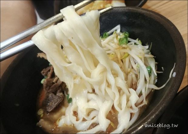 台北美味小吃.老蘿蔔麵食館,抄手根本是水餃吧,大得好嚇人 XD