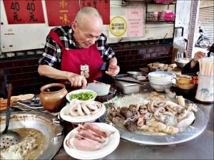 今日熱門文章:大稻埕米粉湯,來一份炭火香氣與黑白切小吃吧!大同區美食老店(姊姊食記)