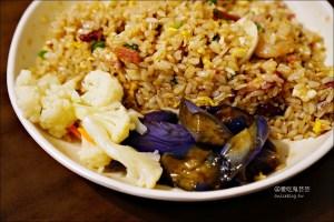 今日熱門文章:阿仁炒飯炒麵熱炒,還有好吃辣泡菜 | 大同區大龍峒美食(姊姊食記)