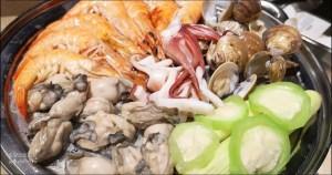 今日熱門文章:澎湖蒸海鮮 | 鮮食堂海鮮蒸鍋,層層疊疊的澎湖海鮮痛風鍋😍
