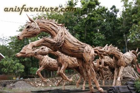 patung kuda dari kayu