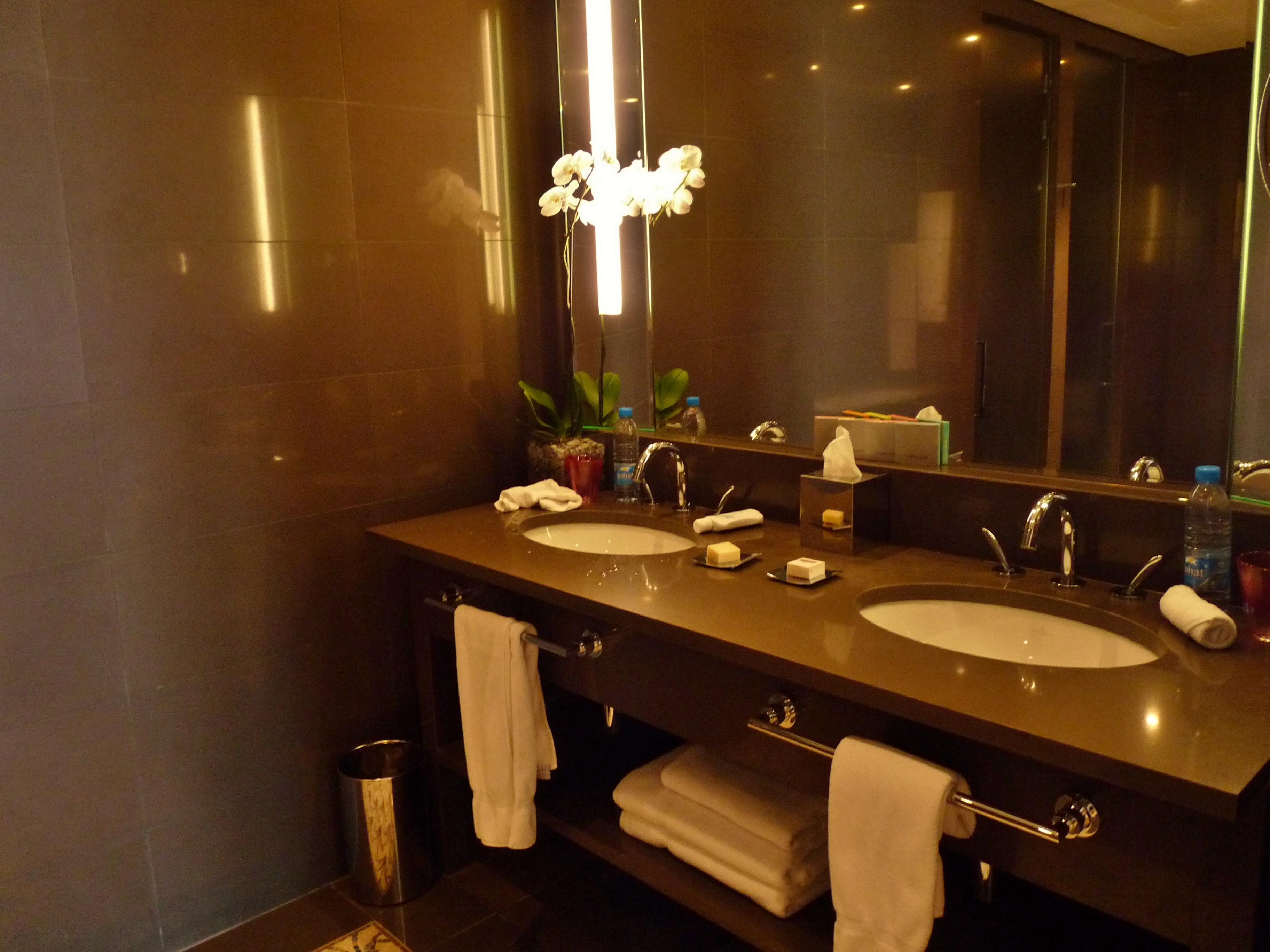 Stone Amp Tile Modern Design Interior Bathroom Le Gray