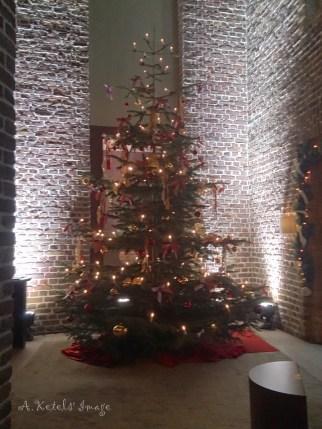 Christmas feel in the lobby/reception area
