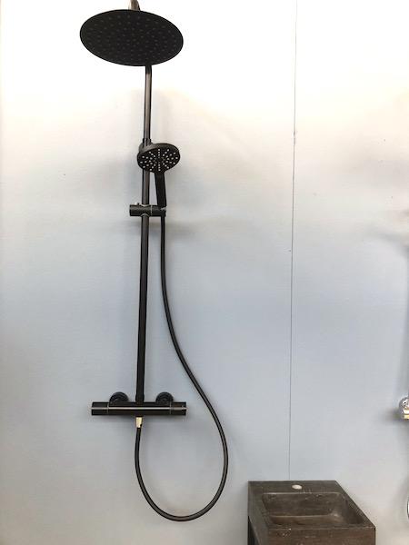 vtwonenbeurs zwarte douche