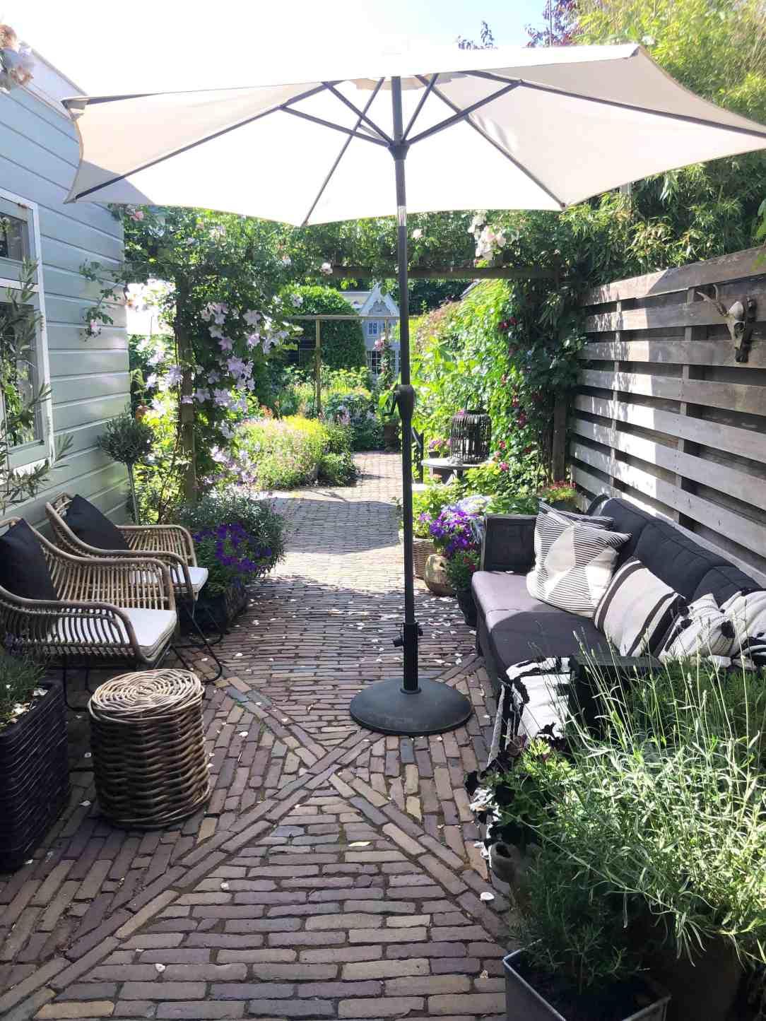 Genieten van mijn tuin-doorkijkje