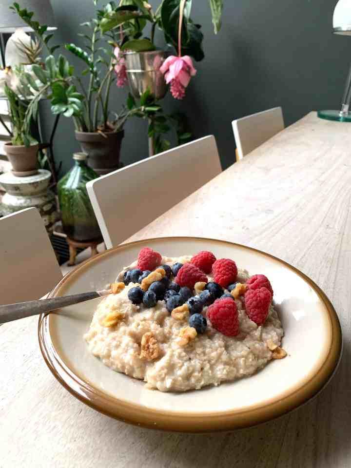 vintage servies-ontbijt