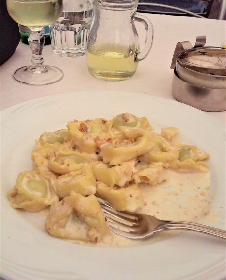 tortellini with nuts and gorgonzola