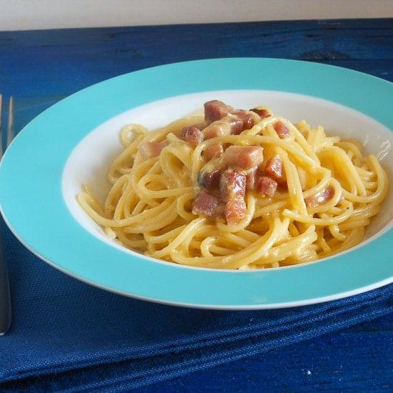 Carbonara pancetta and egg Pasta, a fast, easy and delicious authentic Italian Pasta recipe. A creamy bacon and egg Spaghetti dish.