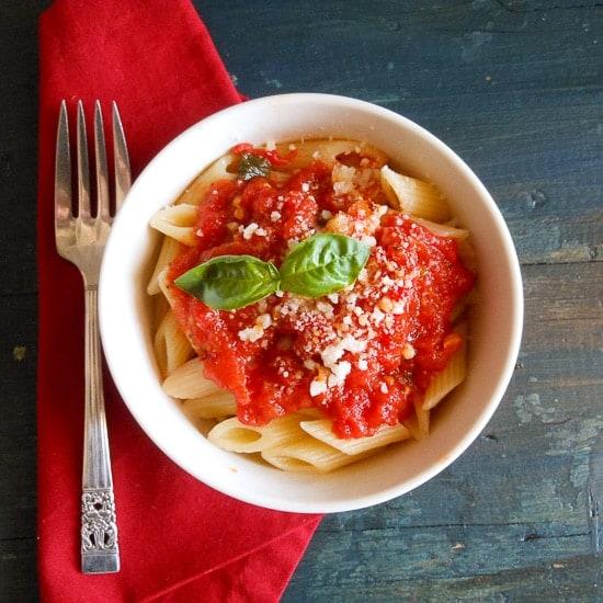 fresh tomato sauce / An Italian in my kitchen