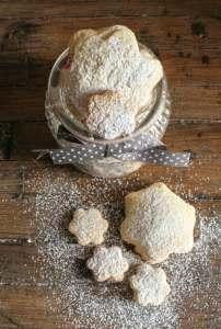 homemade strawberry filled Italian cookies/anitalianinmykitchen.com