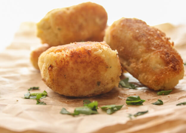 Mashed Potato Croquettes, leftover mashed potatoes become a delicious side dish, crunchy on the outside and soft on the inside potatoes.