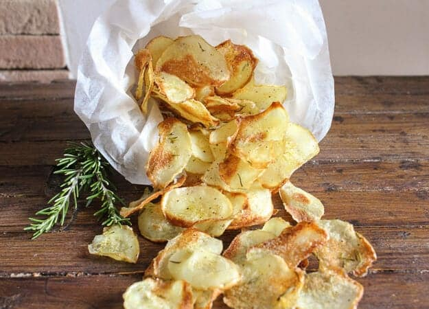 Homemade Italian Baked Potato chips,an easy crispy oven baked potato chip recipe. The perfect side dish or snack, kids will love them.
