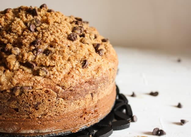 Banana Chocolate Chip Crumb Cake, delicious banana crumb cake recipe, made with brown sugar, chocolate. Kids will love it!