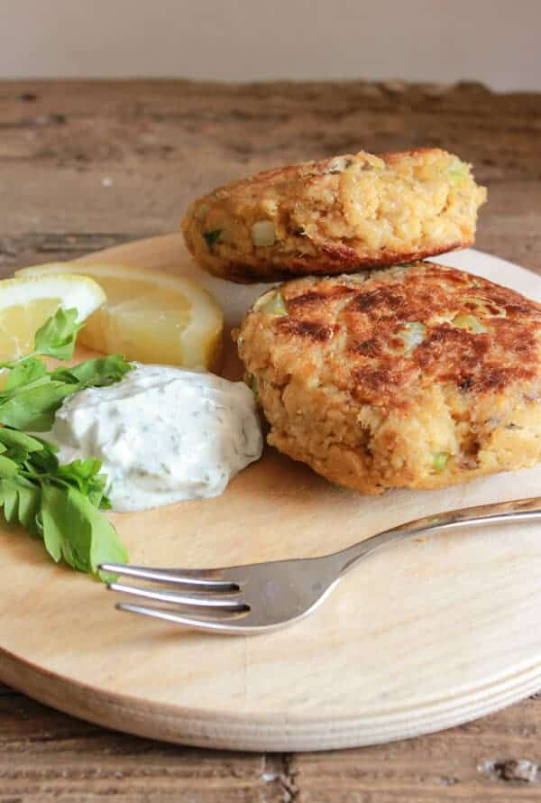 Healthy Salmon Burgers the perfect quick and easy lunch or dinner meal. Use canned salmon, serve with this delicious Greek Yogurt dill sauce.