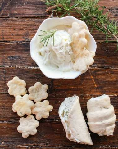 Rosemary Cannoli Crackers, homemade,easy, healthy, seasoned with rosemary cannoli crackers, stuff with cream cheese, the perfect appetizer./anitalianinmykitchen.com