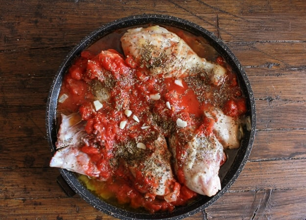 Italian Chicken and Tomato Skillet with Roasted Peppers, an easy delicious Italian recipe, the perfect family dinner, healthy and Paleo.