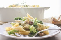 Creamy Broccoli Bacon Pasta Casserole, a delicious cheesy baked pasta recipe, perfect family or company dinner. Fast and easy.|anitalianinmykitchen.com