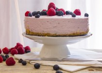 A delicious No-bake Greek Yogurt Pie, an easy recipe, pick your favorite Greek Yogurt flavor. The perfect family dinner dessert.