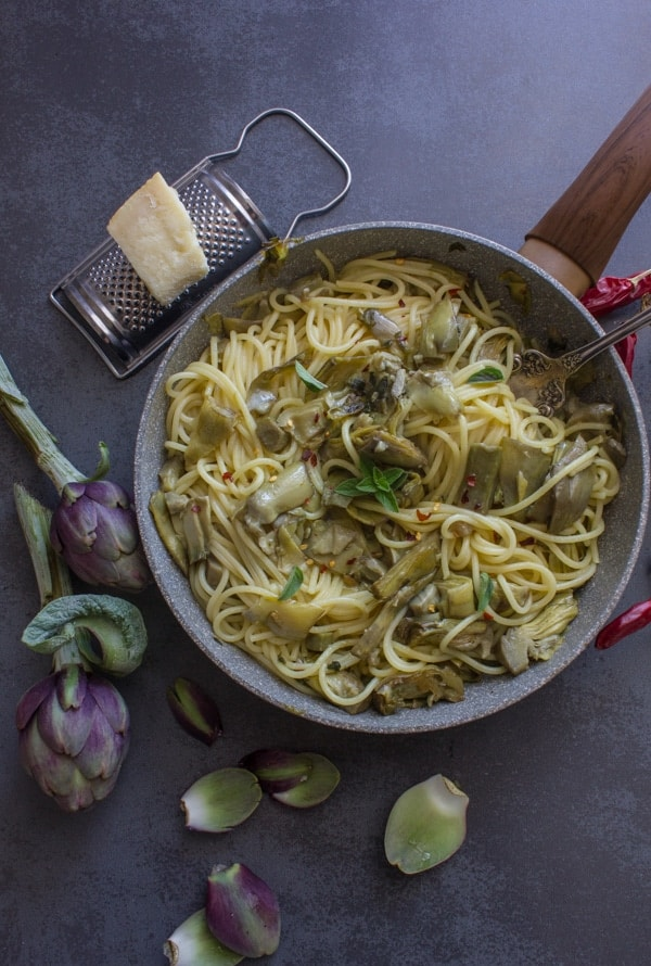Easy Skillet Artichoke and Spaghetti