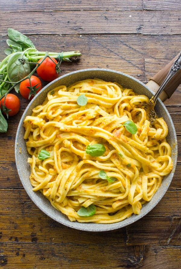 Creamy Tomato Pesto Fettuccine is a healthy, simple and easy pasta sauce recipe, creamy and delicious without the cream.