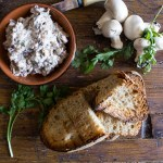 Mushroom Cream Cheese Spread a fast and easy fresh mushroom dip or spread, serve with crackers, bread or bruschetta. The Perfect appetizer.