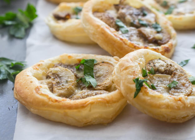 Mushroom puff pastry appetizers an italian in my kitchen mushroom puff pastry appetizers a delicious fast and easy vegetarian finger food makes forumfinder Gallery