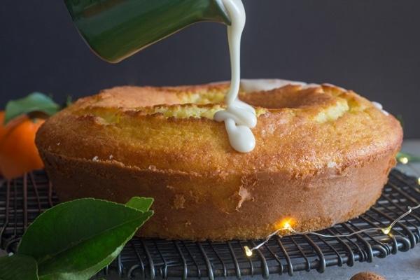 pouring the glaze on the madarin orange cake
