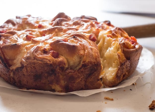 Easy Pull Apart Pizza, fast and so delicious, the perfect appetizer or main dish. a Cheesy Margarita Italian Pizza, pretty too!