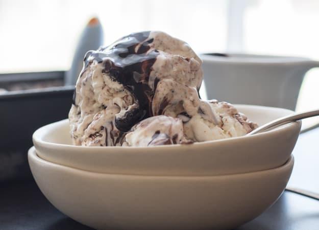 No Churn Nutella Swirl Chocolate Chip Ice Cream, Fast and Easy, this Creamy No Churn Ice cream is full of Chocolate Chips and a yummy Nutella Swirl.