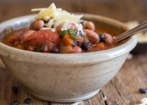 up close vegetarian chili recipe in a bowl