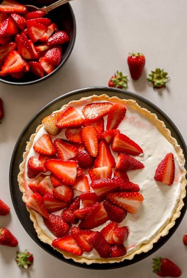 Fresh Strawberry Pie with a Mascarpone Filling