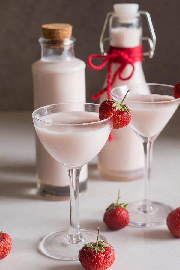 strawberry liqueur cream