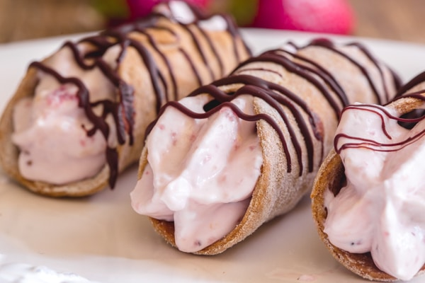 up close cannoli