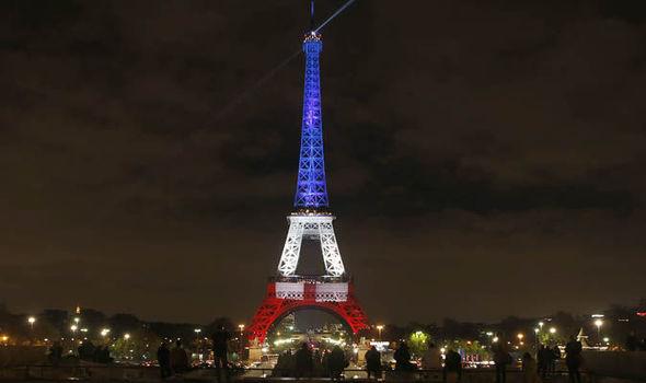 Eiffel-Tower-flag-619894