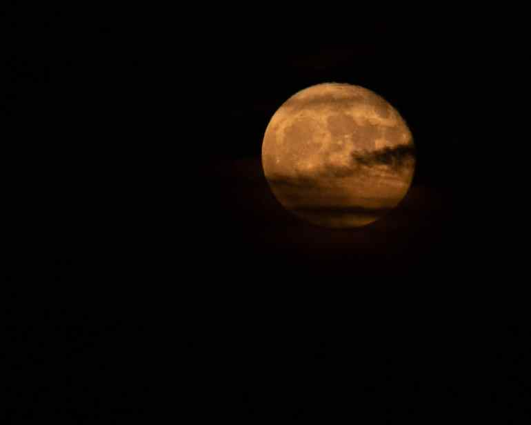 Tired of your moon photos looking like a flashlight on a dark night? This tips will help your photos resemble the reality.#moon #moonphotography #resemble #improveyourphotography #write28days #blogger #instagrammer #photogrpahy #DSLR #camera #selfcare #sedona