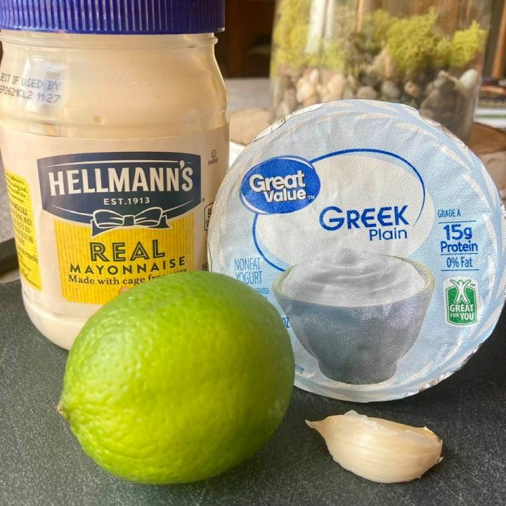 Creamy Garlicky Dipping Sauce Ingredients