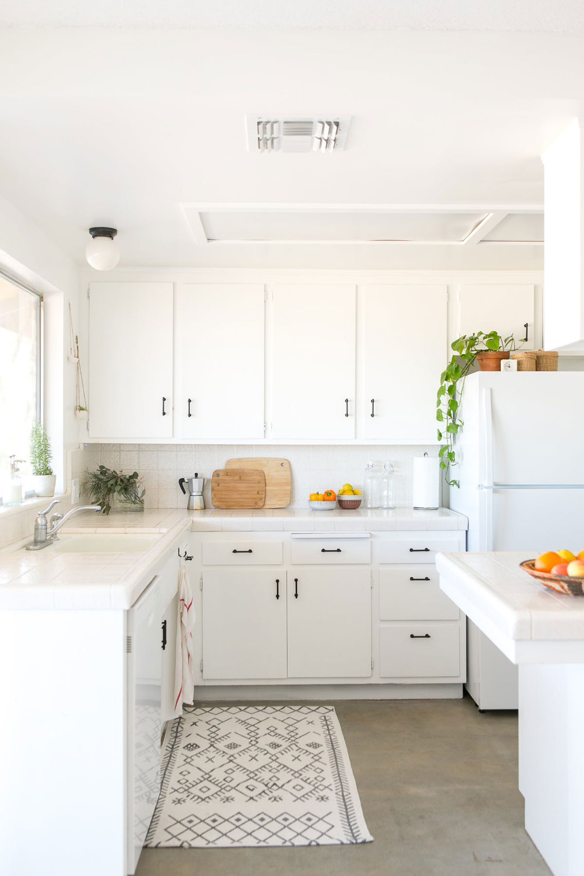 Desert Inspired Kitchen at Casa Joshua Tree Apartment Therapy Home Tour Photo Cred: Marisa Vitale
