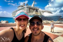 Two of the largest cruise ships on this planet behind us... =D