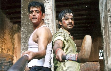 Ravi Kishan and Pawan Singh in Devra Bada Satavela
