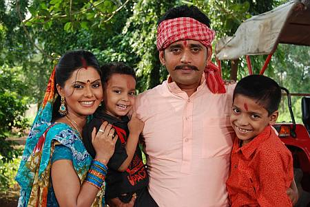 Ravi Kishan with Rinku Ghosh and child artists