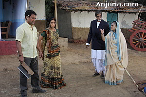 Nirahua and Pakhi with Amitabh Bachchan and Jaya Bachchan
