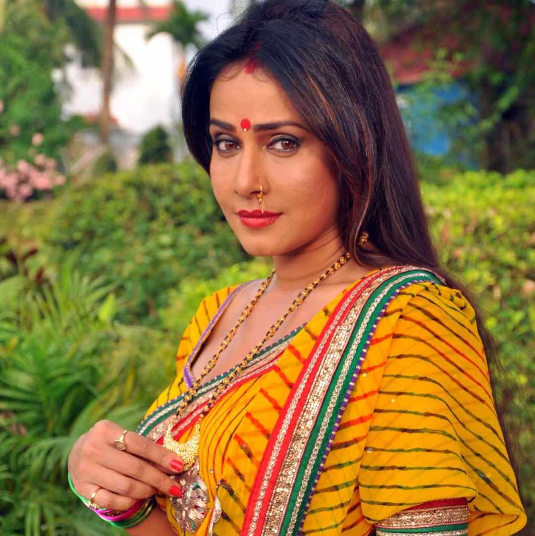 Pakhi-yellow-sari